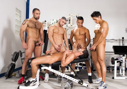 rearstable slutty dude gets abused in the gym